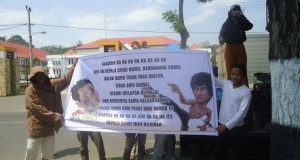 Putusan PN Kolaka Di Warnai Aksi Unjuk Rasa Keluarga Korban